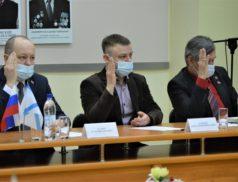 Решение о присвоении школе №2 Новодвинска имени Владимира Захарова депутаты приняли с аплодисментами